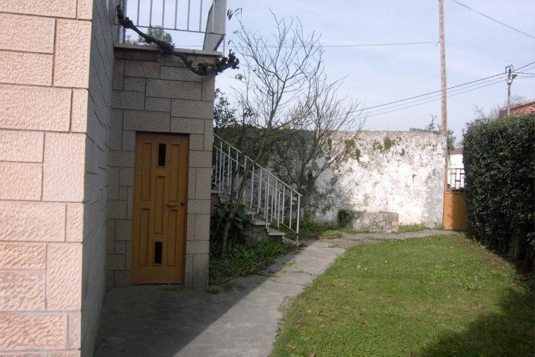 Jardín y vivienda anterior a la reforma. Gijón.